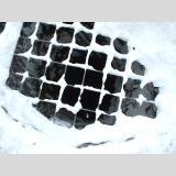 In die Tiefe /Brunnen im Winter