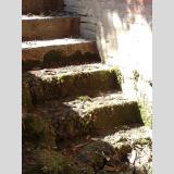 Auf- und Absteigen /Steintreppe