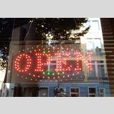Schilder, Lichtwerbung / 02 /Geöffnet