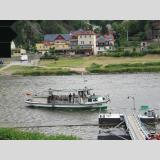 Auf dem Wasser /Fähre auf der Elbe