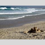 Meerimperssionen /Sandburg und Wellen