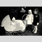 Menschen 40er Jahre /Kinder - Wagen